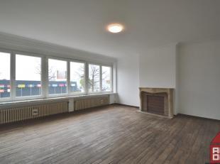 Dit authentieke appartement  vinden we net buiten centrum Brugge terug. Deze centrale ligging brengt ook extra comfort met zich mee, zo is er een goed