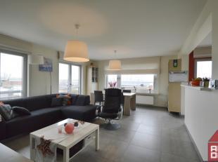 Net buiten de ring van Brugge vinden we dit uitstekend onderhouden appartement terug. Het geniet van een hedendaagse look en van alle gewenste comfort
