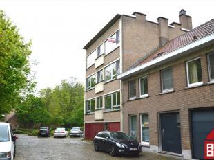 Dit appartement heeft een prachtige ligging! Thans de rust, bevindt zich het stadscentrum op wandelafstand. Het appartement werd recent volledig onder