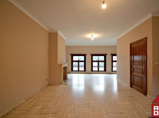 Dit volledig opgefrist appartement vinden we terug in hartje Brugge. Het is gelegen in een rustige zijstraat van de Noordzandstraat, ideaal voor ieman