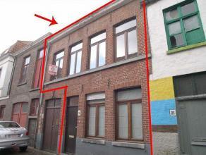 Rijhuisje met 2 slpk en koertje in centrum BruggeRijhuisje in centrum Brugge nabij Langerei bestaande uit:GLVL: inkom, leefruimte met trap, keuken met