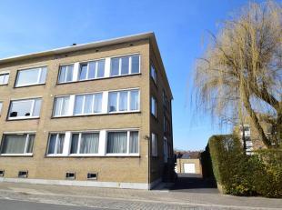 Goed gelegen, verzorgde opbrengsteigendom (487m²) bestaande uit 3 appartementen en 5 garages.<br /> Bevat een gemeenschappelijke inkomhal met tra