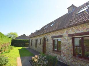 In de pittoreske kustgemeente De Haan, tevens ook de mooiste van West-Vlaanderen vindt u deze zeer degelijk gebouwde, instapklare villa (180m² be