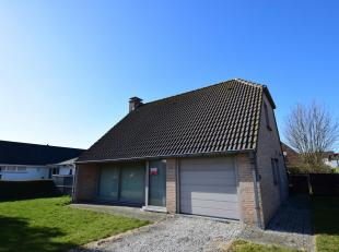 Deze charmante villa is gelegen op 664 m² grondoppervlakte en is modern & kwalitatief afgewerkt.<br /> Op het gelijkvloers bevindt zich een l