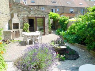 In een rustige, kindvriendelijke wijk Sint-Jozef, ten Noorden van de historische binnenstad Brugge bevindt zich dit aantrekkelijk vastgoedaanbod! Een