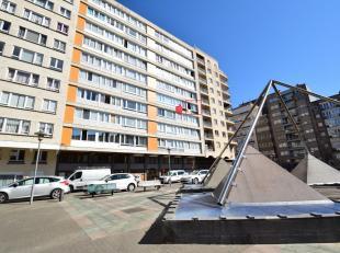 Exclusief prachtig gerenoveerd appartement op de vierde verdieping (met lift) met subliem open zicht over het mooie Casinoplein.<br /> Betreft: zonove
