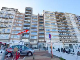 Gelegen aan de Pier van Blankenberge ligt dit mooi appartement op de 4e verdieping. Er is een lift aanwezig!<br /> 4e V: inkom, leefruimte met terras