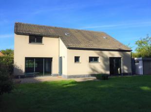 Moderne villa op een perceel van 633m² op een residentiële ligging waar je echt kan genieten van het omliggend groen en de rust, doch op een