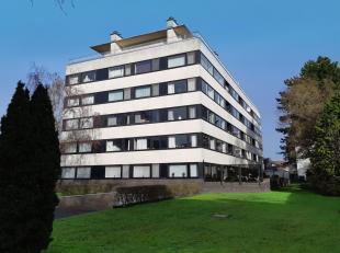 INSTAPKLAAR, RUIM appartement, gelegen op de 4de verdieping (lift aanwezig) van een goed onderhouden residentie te Assebroek, vlakbij het station, cen