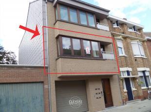Sint-Ewoudstraat 12/2 - 8200 Sint-Andries<br /> Instapklaar appartement van 60m² bestaande uit:<br /> 1e verd: inkom, living, open ingerichte keu