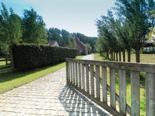 Charmante villa landhuis, omringd door 2,3ha adembenemende natuur.<br /> Hier heerst er nog absolute privacy.<br /> Temidden van ons groene polderla