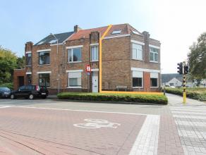 We vinden dit handelshuis op wandelafstand van Centrum Brugge, te Sint-Pieters. Deze woning heeft de volgende indeling; Op het gelijkvloers bevindt zi