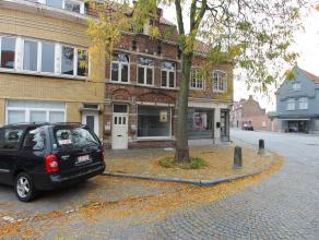 Dit commercieel gelegen pand met parkeermogelijkheid voor de deur is ideaal voor het inrichten van een kantoorruimte, praktijkruimte, handelspand, ...