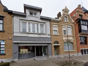 Nu te koop aan zeer interessante voorwaarden!<br />  <br /> Rijwoning met uitweg (garage) in de Nikolaas Gombertstraat. <br /> Grondoppervlakte:  124