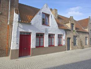 Dit pareltje met al zijn charme is gelegen in hartje centrum Brugge.<br /> De benedenverdieping is voorzien van een ruime living met eetplaats, keuken