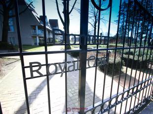 """Deze charmante villa penthouse gelegen in het prachtige parkdomein """"Royal Oak"""" is ideaal voor wie van privacy, ruimte en kwaliteit houdt.<br /> Met ma"""