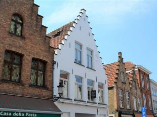 Ruim appartement met comfortligging en uitzicht op de Smedenstraat.<br /> Wie centraal wenst te wonen met een leuk uitzicht op de beweging van de wink