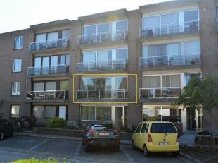 Aangenaam appartement op praktische ligging te Sint- Andries (Brugge).<br /> Dit ruim appartement van om en bij de 100 m² bruto (= terrassen inbe