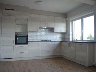 Instapklaar, gerenoveerd appartement.<br /> Dit appartement is zeer gunstig gelegen in de nabijheid van alle grootwarenhuizen van Sint-Pieters en op f