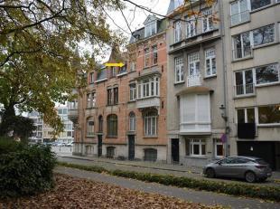 Gezellig appartement op de mooie Guido Gezellelaan.<br /> Dit aangenaam 1-slaapkamerappartement beschikt over een knusse woonkamer met open keuken, &e