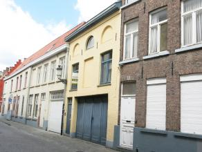 Geniet volop van het bruisende stadsleven in dit duplex-appartement gelegen in een rustige straat van Brugge. Zijn ruime leefruimte en aangenaam terra