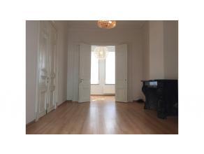 Stijlvol gelijkvloersappartement met stadsterras te huur in het centrum Brugge. Rustig gelegen en doch zeer centraal ligt dit verborgen pareltje. Snui