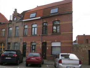 Comfortabel en lichtrijke stadswoning te huur in Brugge. Zeer centrale ligging, op wandelafstand van openbaar vervoer, diverse winkels o.a. slager, ba