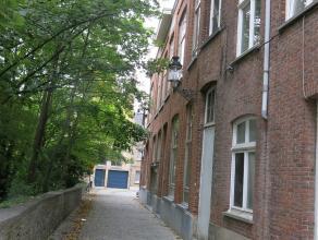 Comfortabel, uniek en eigentijds duplex-appartement in het centrum van Brugge. Dit prachtig ruim zongericht app. met een moderne indeling ligt vlakbij