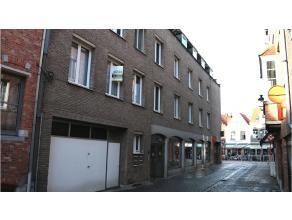 Ruim 2-slaapkamerappartement met zuidgericht terras te koop in de Smedenstraat, vlakbij 't Zand, de vesten en het centrum van Brugge in centrum Brugge