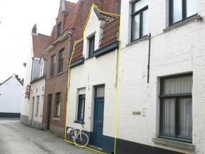 Hedendaagse karaktervolle rijwoning rustig gelegen in het hartje van het Historische Brugge vlakbij de Katelijnepoort en het Minnewater. Geniet van de