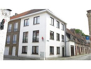 Deze gezellige studio is rustig gelegen in het centrum van Brugge, vlakbij het Astridpark, diverse winkels en de ring.Bestaande uit een leef- en slaap