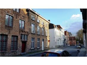 Volledig vernieuwd 2-slaapkamerappartement met uitstekende ligging in het centrum van Brugge. Vlakbij het Astridpark. In de nabijheid van diverse wink