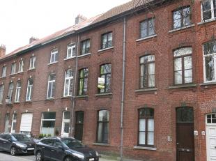 Instapklare woning met een ruim terras te huur op een rustige ligging in het centrum van Brugge vlakbij diverse winkels, het station, 't Zand en vlakb