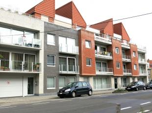 Dit ruim en instapklaar 3-slaapkamerappartement met terras is uitstekend gelegen in Oostende, vlakbij centrum en met een vlotte verbinding naar de E40