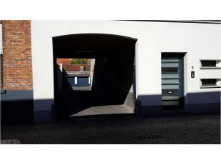 Dubbele garage met uitstekende en centrale ligging in het centrum van Brugge vlakbij de Coupure. Ideaal voor buurtbewoners die een veilige plek zoeken