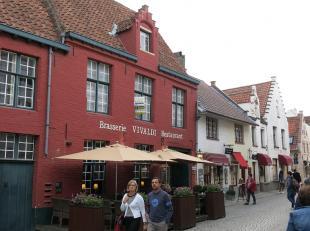 Ruim en instapklaar 3-slaapkamer duplex-appartement met zeer ruim terras op een prachtige ligging in het centrum van Brugge, vlakbij het begijnhof, Mi