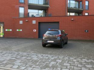 Autostandplaats te huur in de Hertogenstraat in Sint-Andries vlakbij de Torhoutse Steenweg.Onmiddellijk vrij !