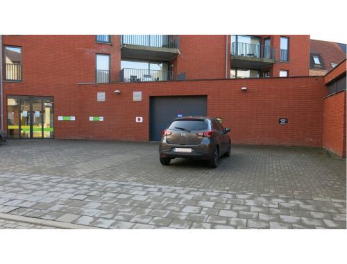 Garage te huur in Sint-Andries, € 50