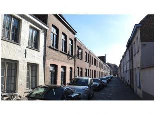 Deze praktische 2-slaapkamerwoning met ruim stadsterras is rustig gelegen in het centrum van Brugge. Ideaal als starterswoning of als vastgoedinvester