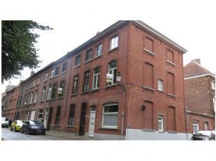 Recent vernieuwde 3-slaapkamerwoning met dakterras te koop in de Brugse binnenstad. Efficiënt wonen met zicht op een groene omgeving. Vlakbij exp