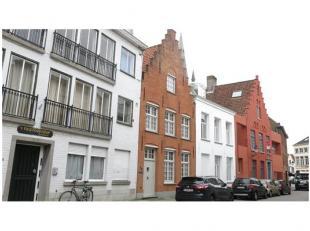 Een unieke woonervaring in een ruime instapklare burgerwoning op een uitstekende locatie in de Brugse binnenstad. Het resultaat van een zeer geslaagde