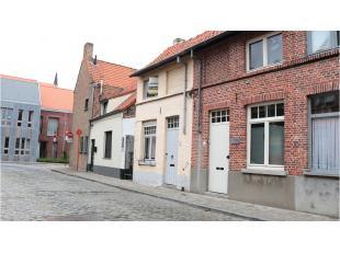 Deze gezellige Brugse woning is perfect gelegen in het centrum van het Historische Brugge, dichtbij de Kruisvest en met vlotte verbinding naar de ring