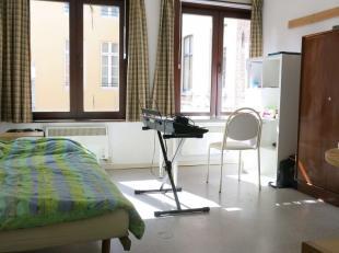 Gemeubelde studentenkamer met eigen keuken en sanitair in het hartje van Brugge tussen de Burg, Markt en Koningin Astridpark. Perfecte locatie en aang