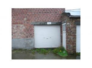 Garage te huur in Sint-Pieters Brugge, langs een invalsweg naar het centrum van Brugge.Afmetingen : 4 m x 2,25 m = 9 m²Hoogte : 1,92 m : Onmiddel