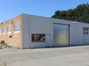 Deze opslagruimte / werkplaats met een oppervlakte van 600 m² heeft een centrale ligging in Maldegem.Loods voorzien van drijfkracht en wateraansl
