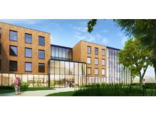Deze luxe serviceflat - assistentiewoning met zonnig terras is gelegen in de stijlvolle residentie Papenhof. De nieuwbouw met vernieuwende hedendaagse