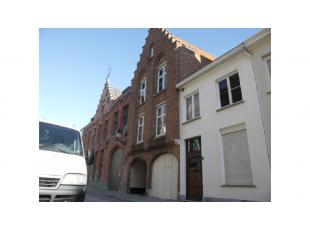 Dit instapklaar 1-slaapkamerappartement met zonnig terras is rustig gelegen in het centrum van Brugge, dichtbij het Astridpark. Een lichtrijke en comf