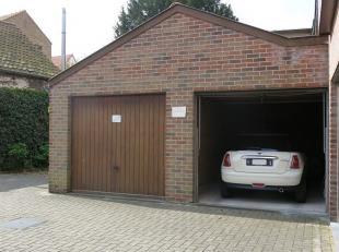 Ruime garagebox met een goede ligging in een garagecomplex in het centrum van Brugge. Het garagecomplex is afsluitbaar via een metalen hekken. Een vei