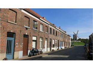 Deze gezellige en praktische 3-slaapkamerwoning met tuin is rustig gelegen in het centrum van Brugge, vlakbij het Gezellekwartier, de Kruisvest en de