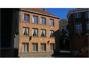 Dit ruim en gezellig 2-slaapkamerappartement met terras is rustig gelegen in het centrum van Brugge, nabij de Speelmansrei en 't Zand en vlakbij de ri
